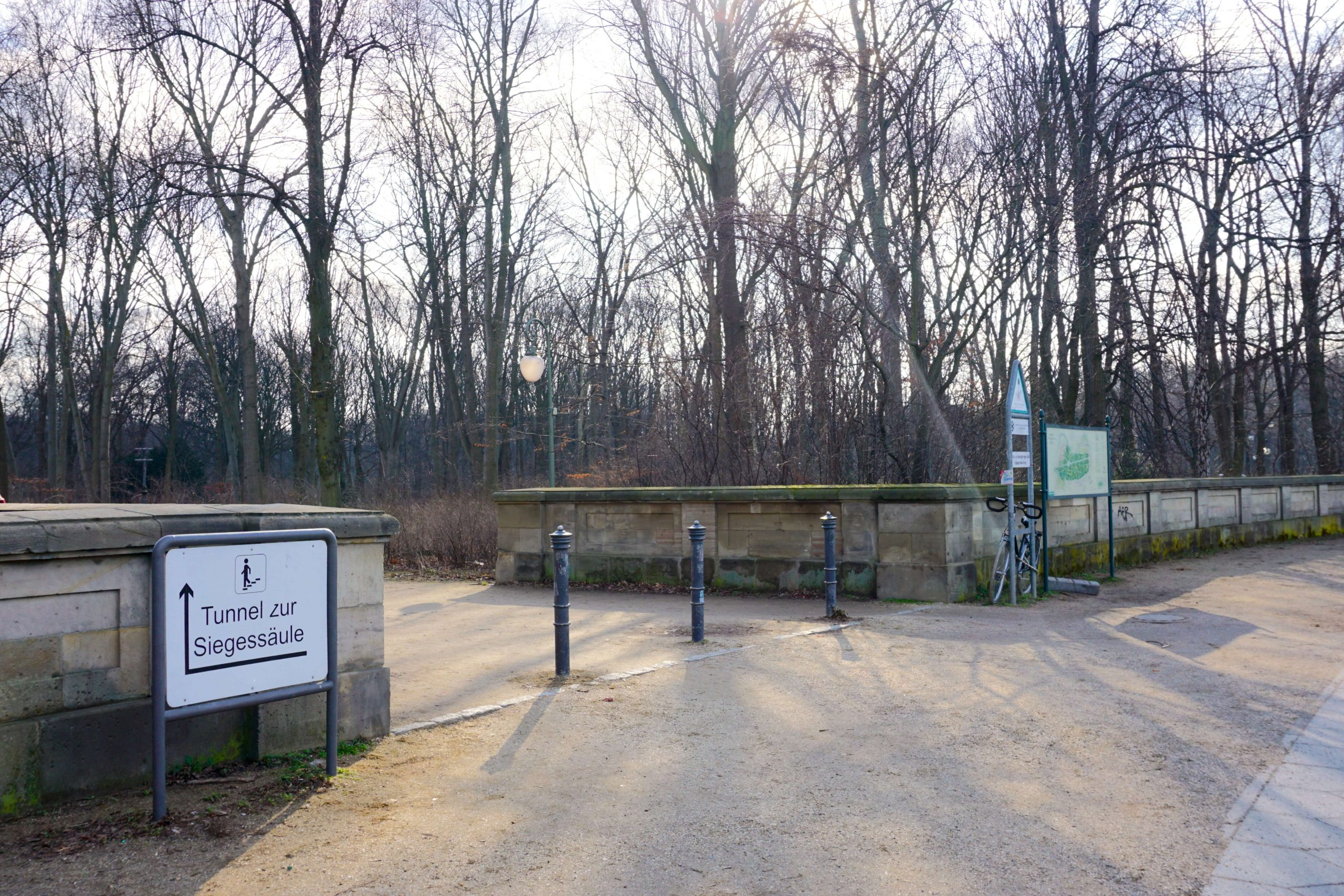 The park entrance to take to find the Stand By Me Tree in Berlin