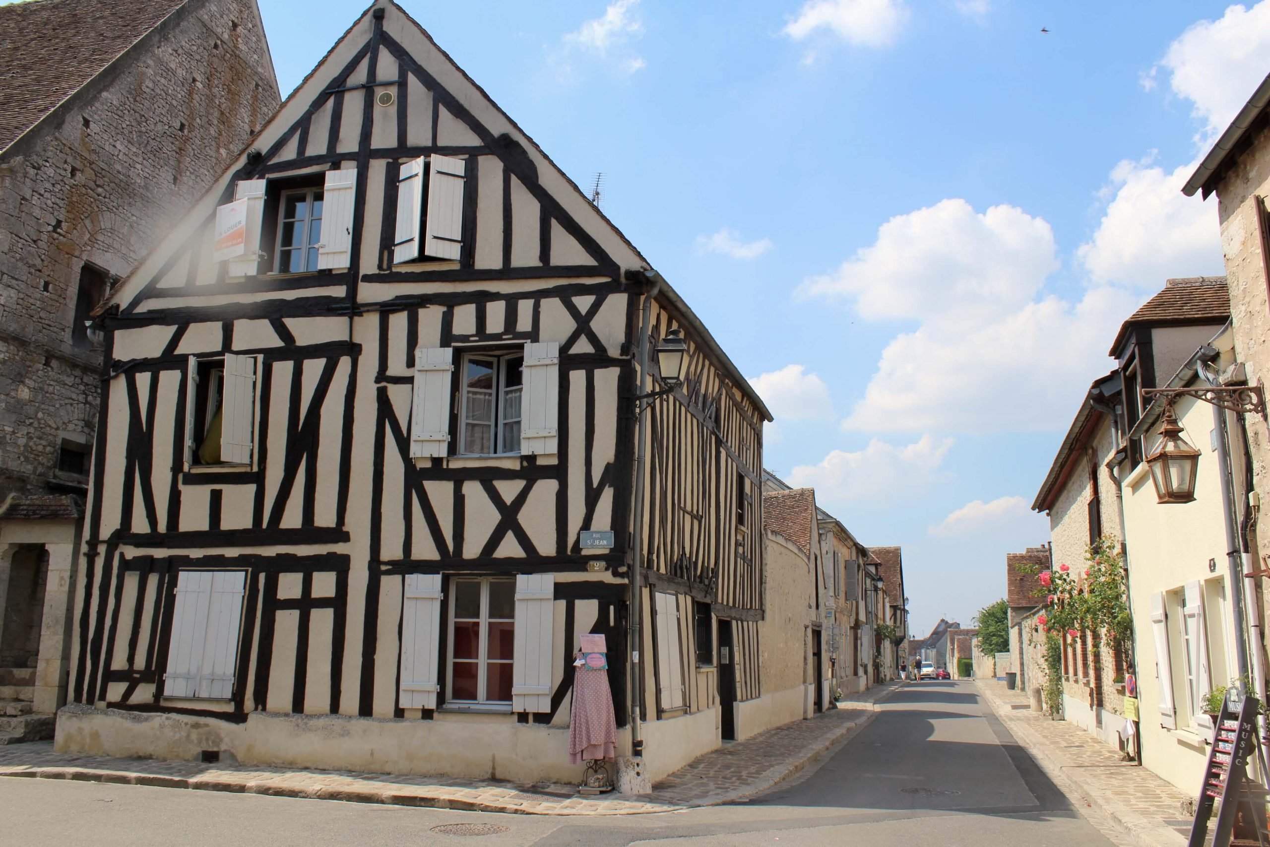 Exploring the medieval city of Provins - a great day trip from Paris